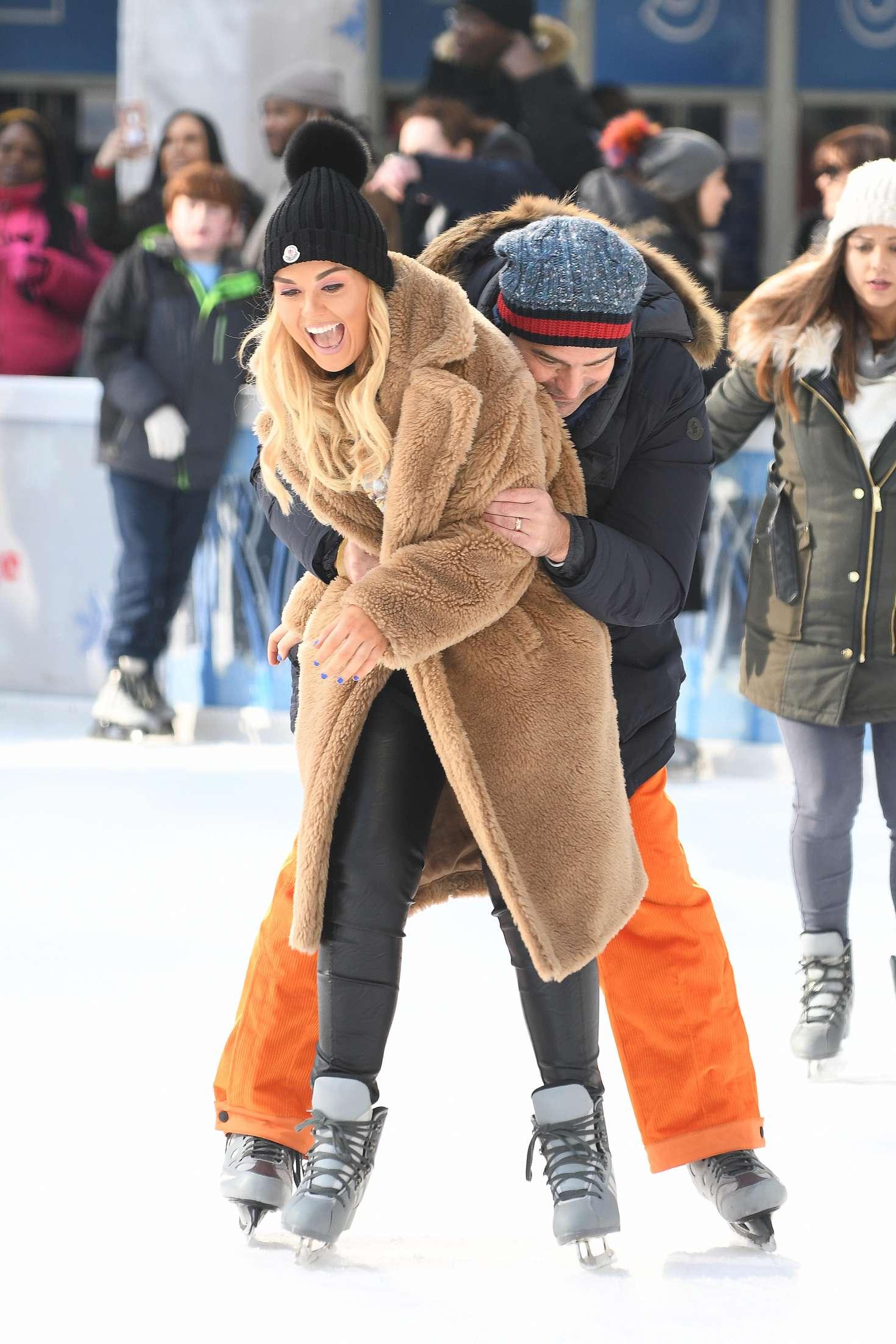 Tallia Storm 2018 : Tallia Storm: Ice skating in New York City -10
