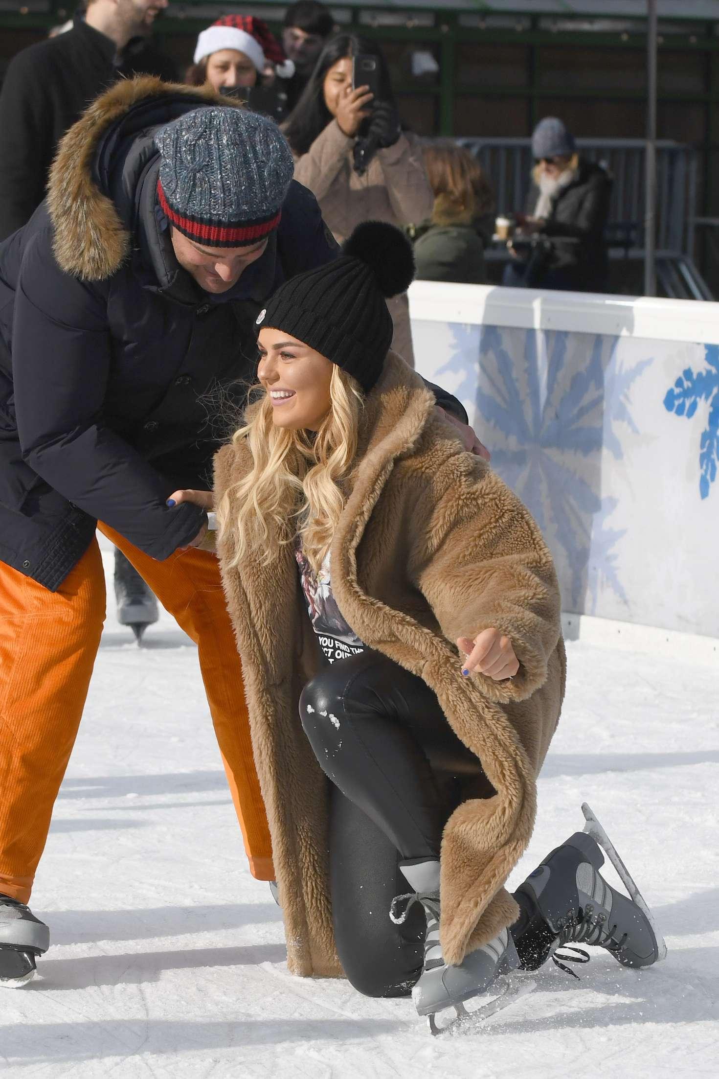 Tallia Storm 2018 : Tallia Storm: Ice skating in New York City -13