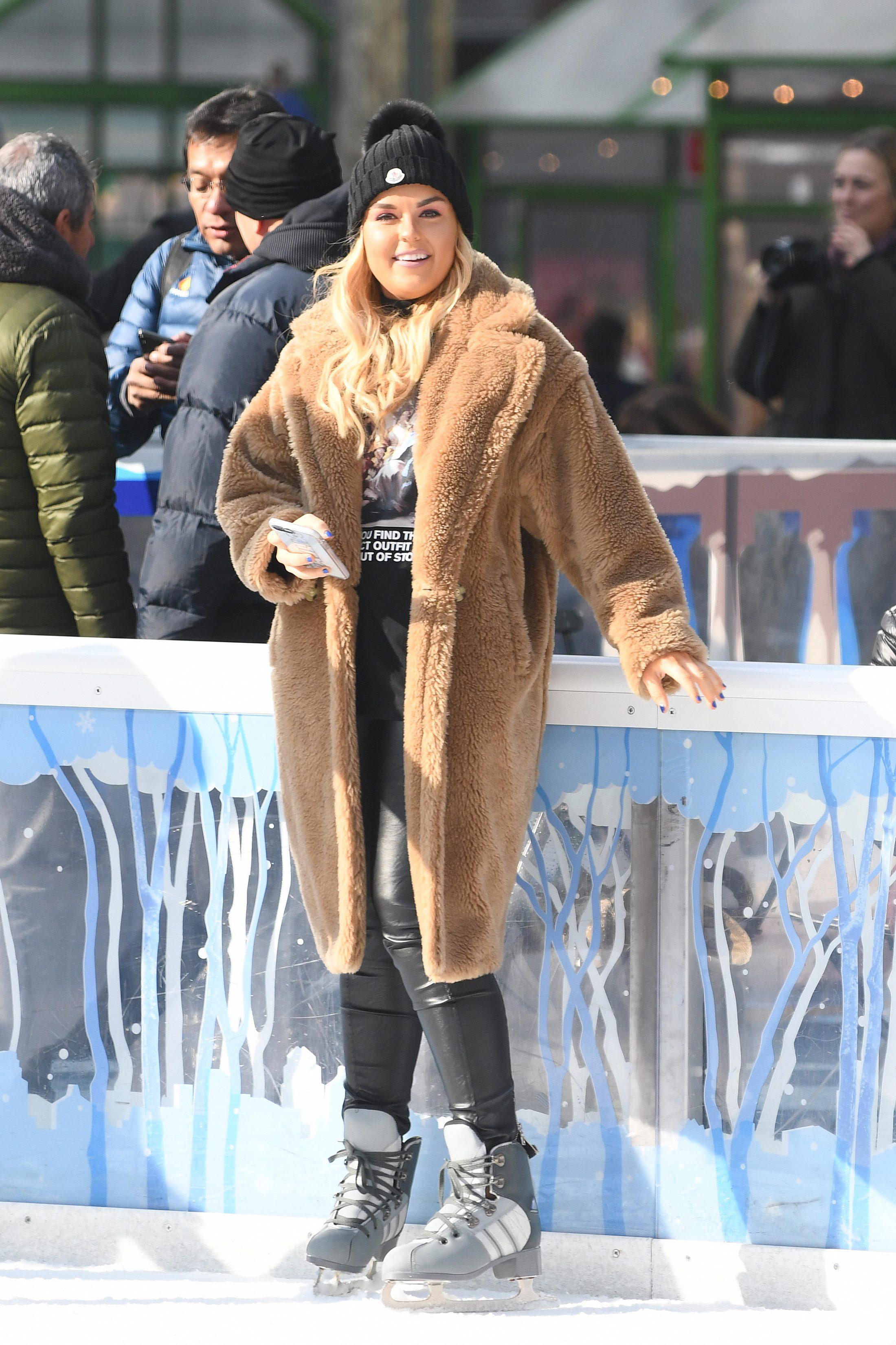 Tallia Storm 2018 : Tallia Storm: Ice skating in New York City -16