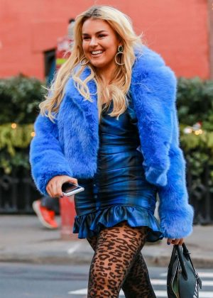 Tallia Storm - Out for lunch at Sant Ambroeus in New York