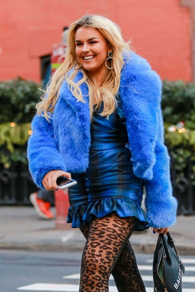 Tallia Storm – Out for lunch at Sant Ambroeus in New York