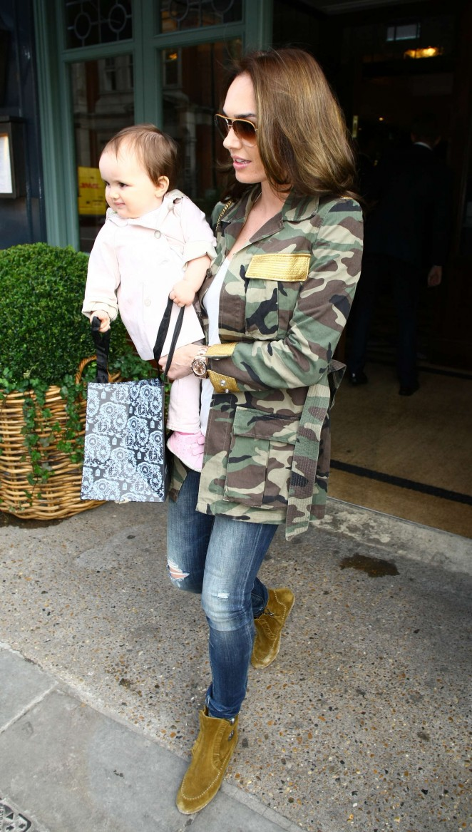 Tamara Ecclestone - Leaving The Ivy in London