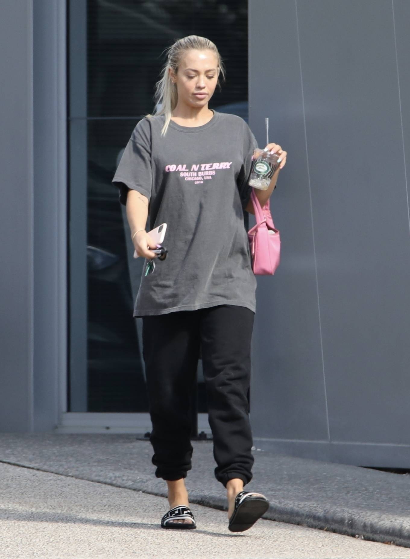 Tammy Hembrow - Leaving her podcast at Gold Coast, Australia