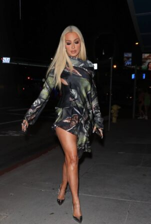 Tana Mongeau - Seen while out to dinner at BOA Steakhouse in West Hollywood