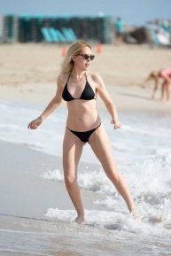 Tanya Burr - Spotted on the Beach in Miami