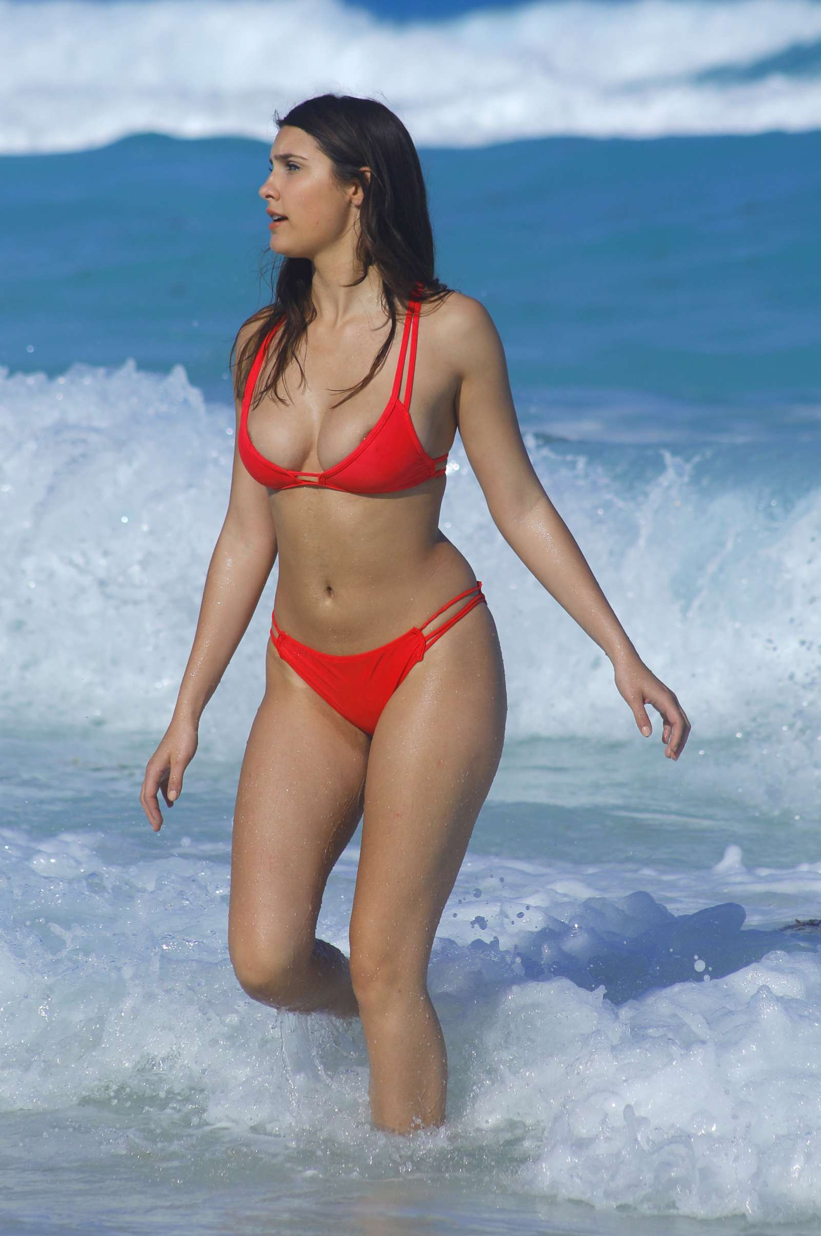 b192ce186ff Back to post Tao Wickrath in Red Bikini on the beach in Mexico