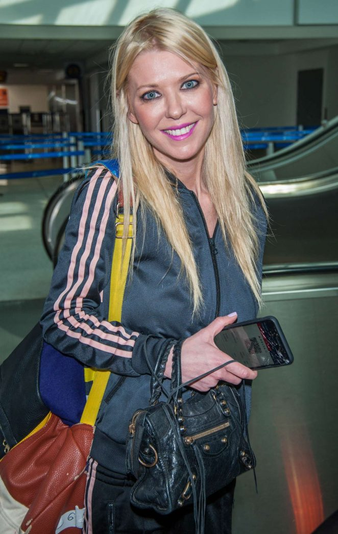 Tara Reid at LAX airport in Los Angeles