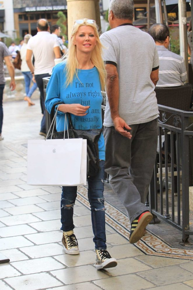 Tara Reid at the Apple store at the Grove in Hollywood