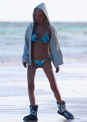 Tara Reid in Bikini on the beach in Mexico