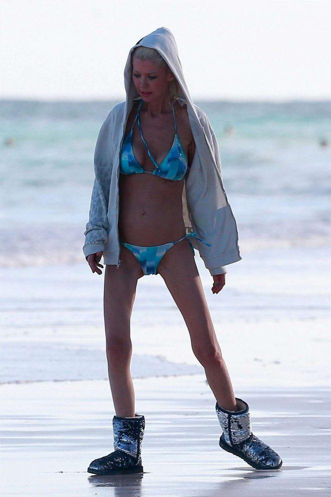 Tara Reid in Bikini on the beach in Mexico Pic 1 of 35