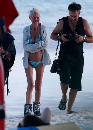 Tara Reid in Bikini on the beach in Mexico Pic 4 of 35