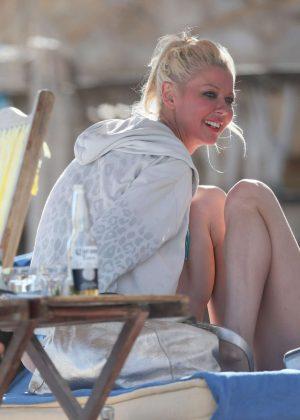 Tara Reid in Bikini on the beach in Mexico Pic 6 of 35