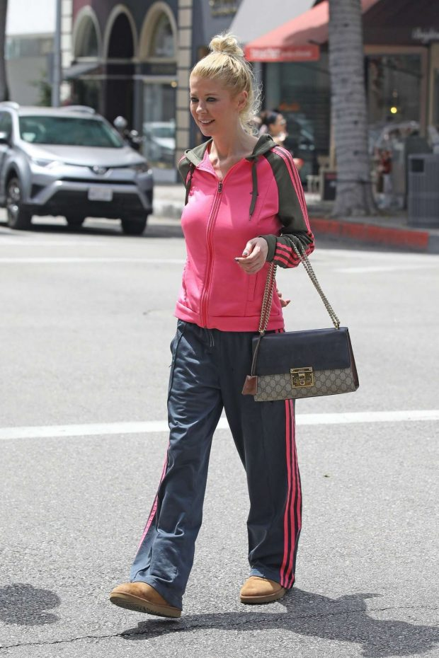 Tara Reid 2019 : Tara Reid: Out for breakfast in Beverly Hills-02