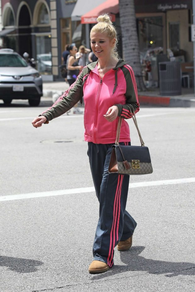Tara Reid 2019 : Tara Reid: Out for breakfast in Beverly Hills-03