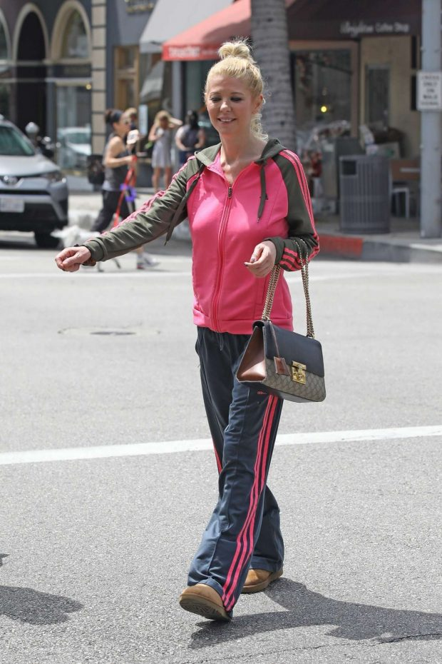 Tara Reid: Out for breakfast in Beverly Hills-04