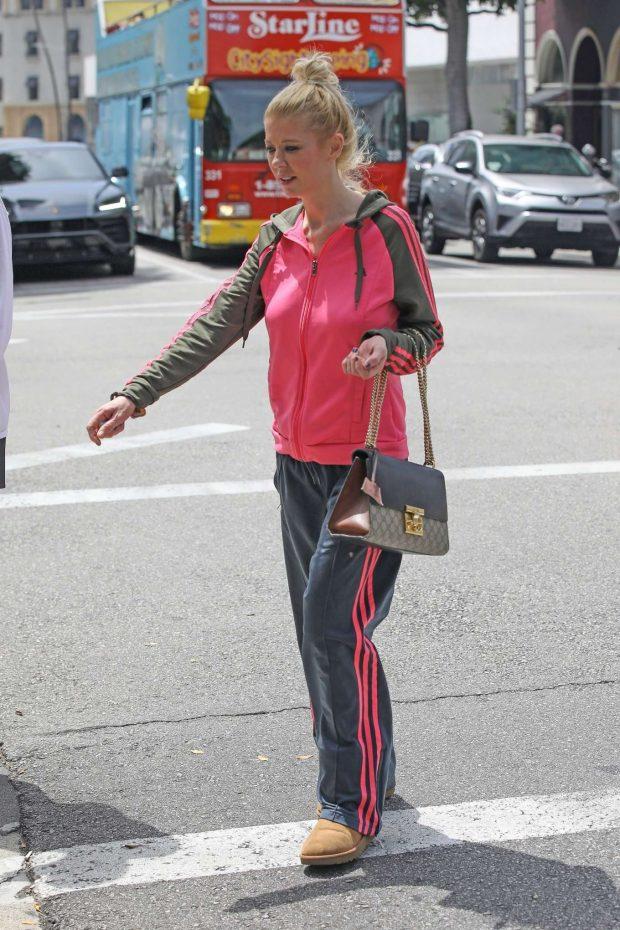 Tara Reid 2019 : Tara Reid: Out for breakfast in Beverly Hills-05