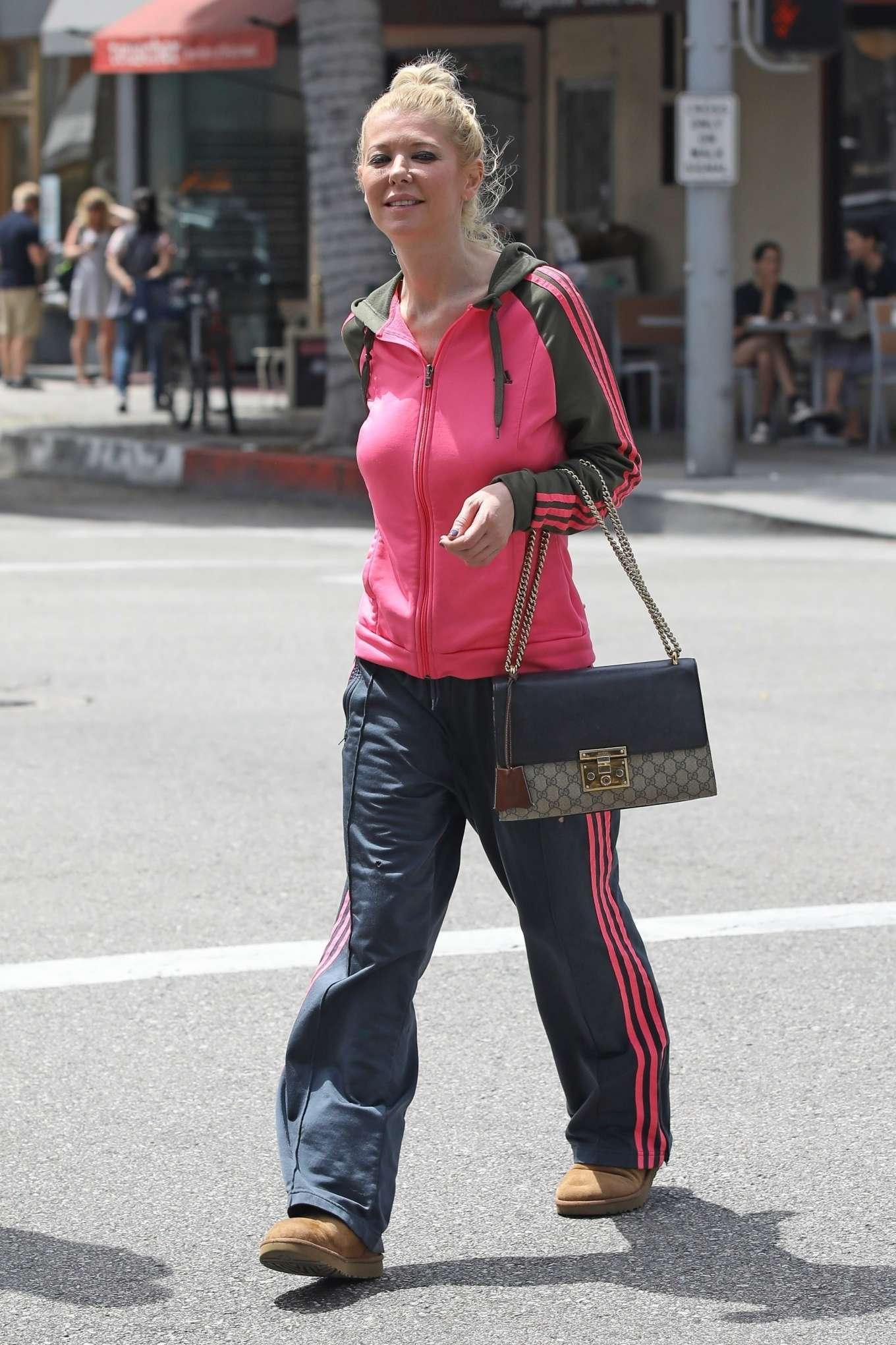 Tara Reid 2019 : Tara Reid: Out for breakfast in Beverly Hills-11