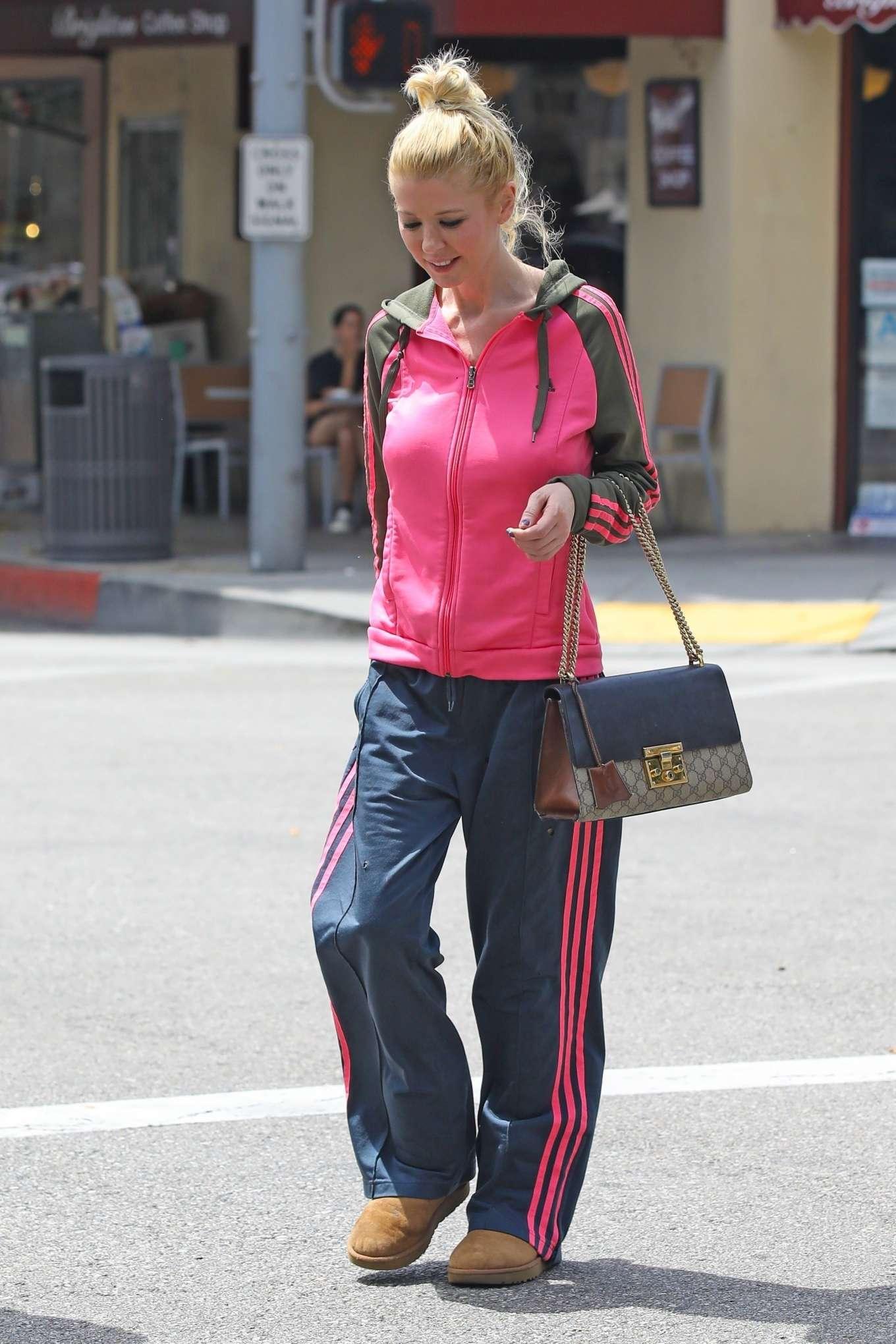 Tara Reid 2019 : Tara Reid: Out for breakfast in Beverly Hills-12