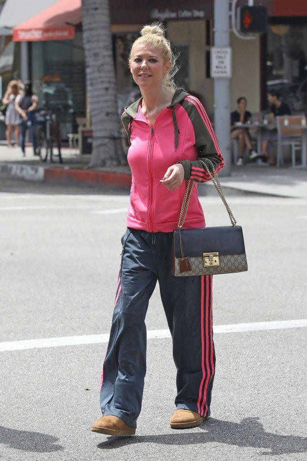Tara Reid 2019 : Tara Reid: Out for breakfast in Beverly Hills-15