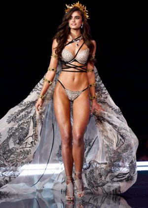 Taylor Hill - 2017 Victoria's Secret Fashion Show Runway in Shanghai
