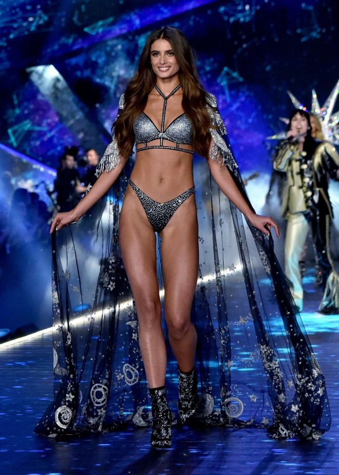 Taylor Hill – 2018 Victoria's Secret Fashion Show Runway in NY