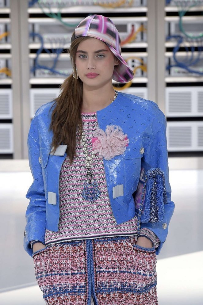 Taylor Hill - Chanel Show Spring Summer 2017 in Paris