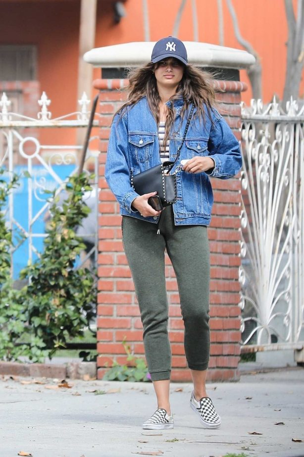 Taylor Hill - Out for grabbing breakfast in Beverly Hills