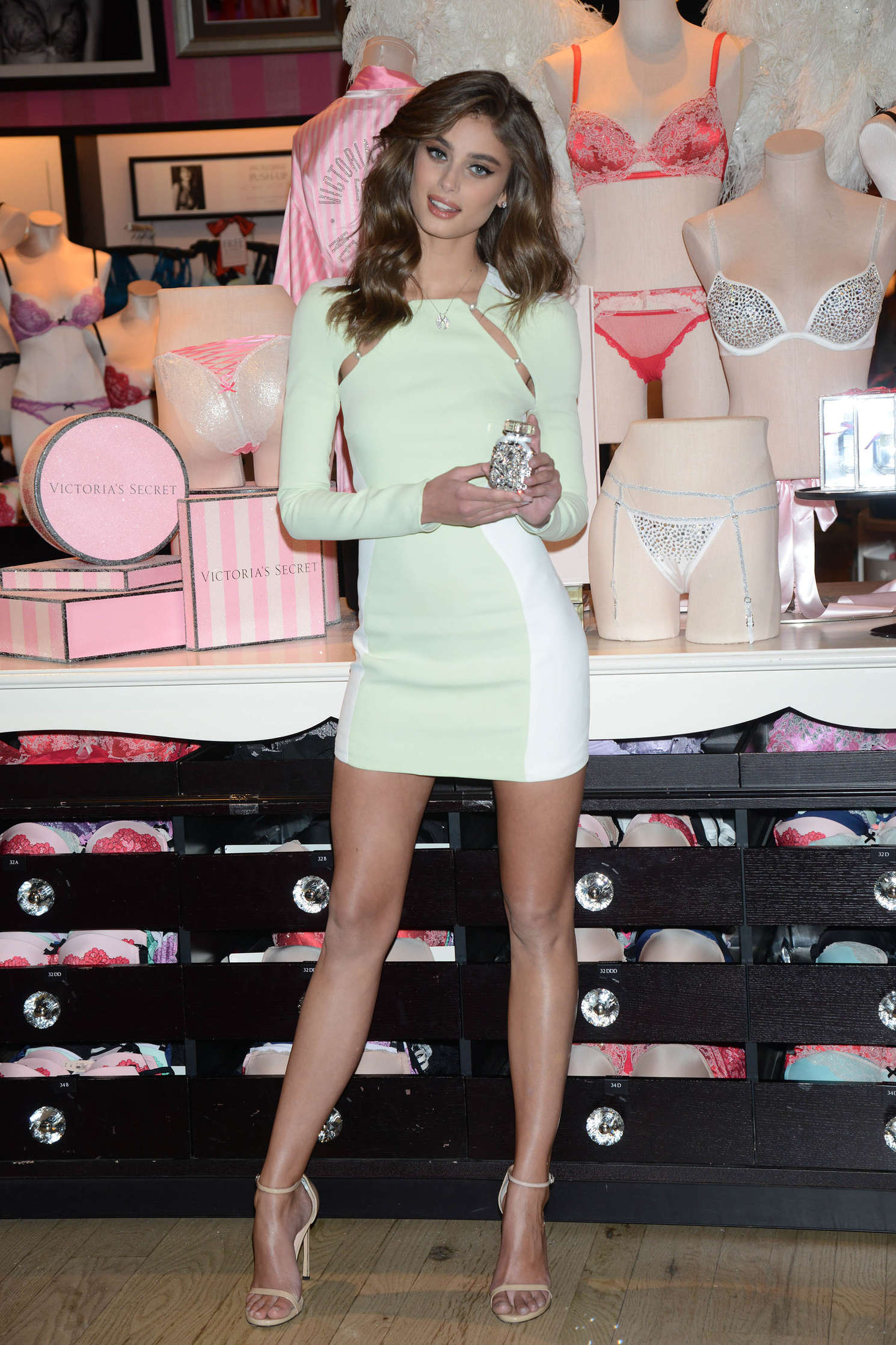 Taylor Hill 2015 : Taylor Hill: Revealing Runway Looks at Victorias Secret -01