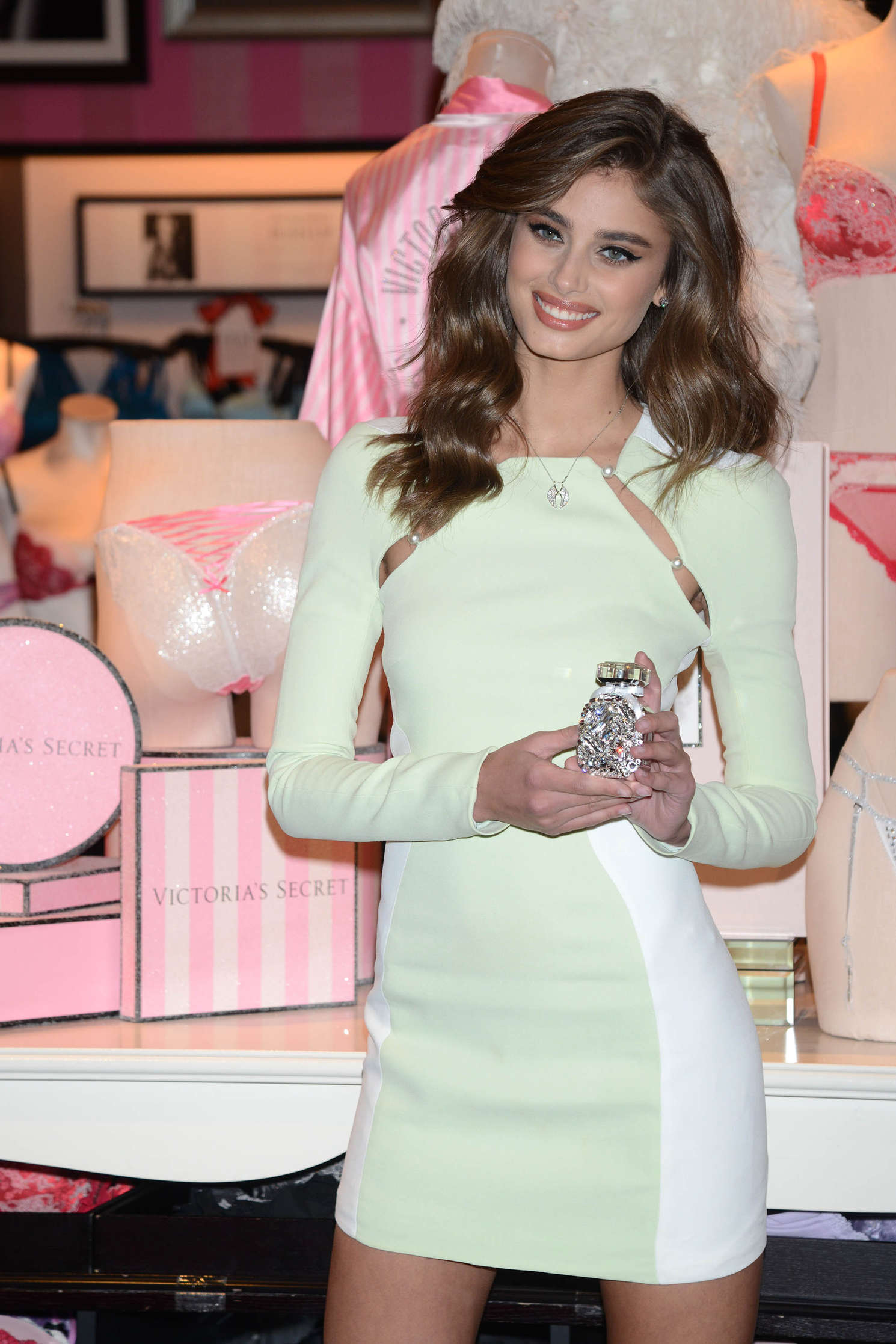 Taylor Hill 2015 : Taylor Hill: Revealing Runway Looks at Victorias Secret -04