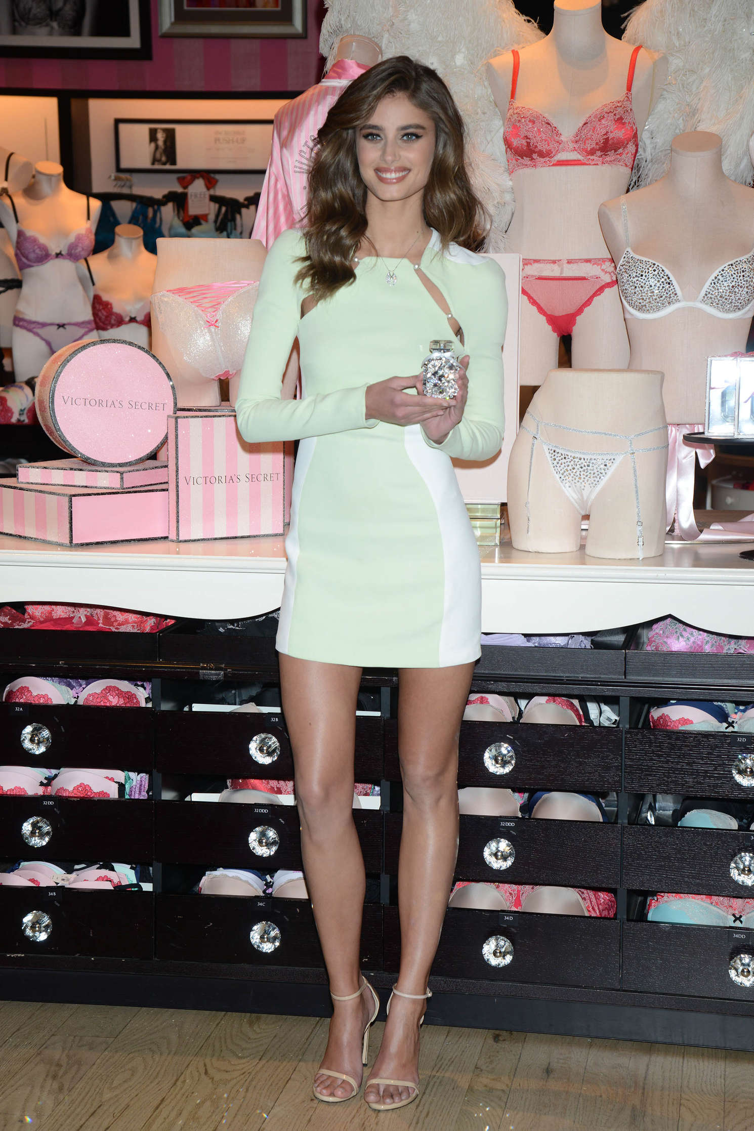 Taylor Hill 2015 : Taylor Hill: Revealing Runway Looks at Victorias Secret -06