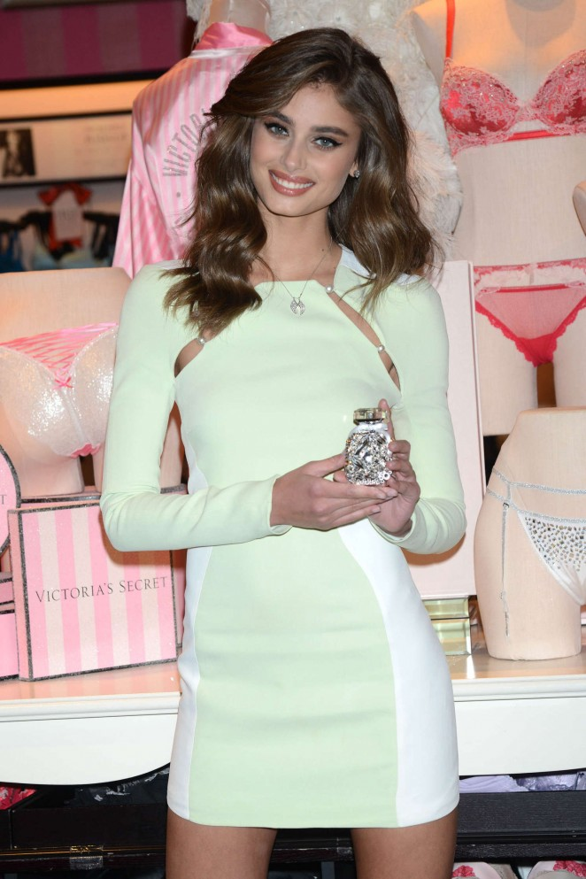 Taylor Hill - Revealing Runway Looks at Victoria's Secret in New York City