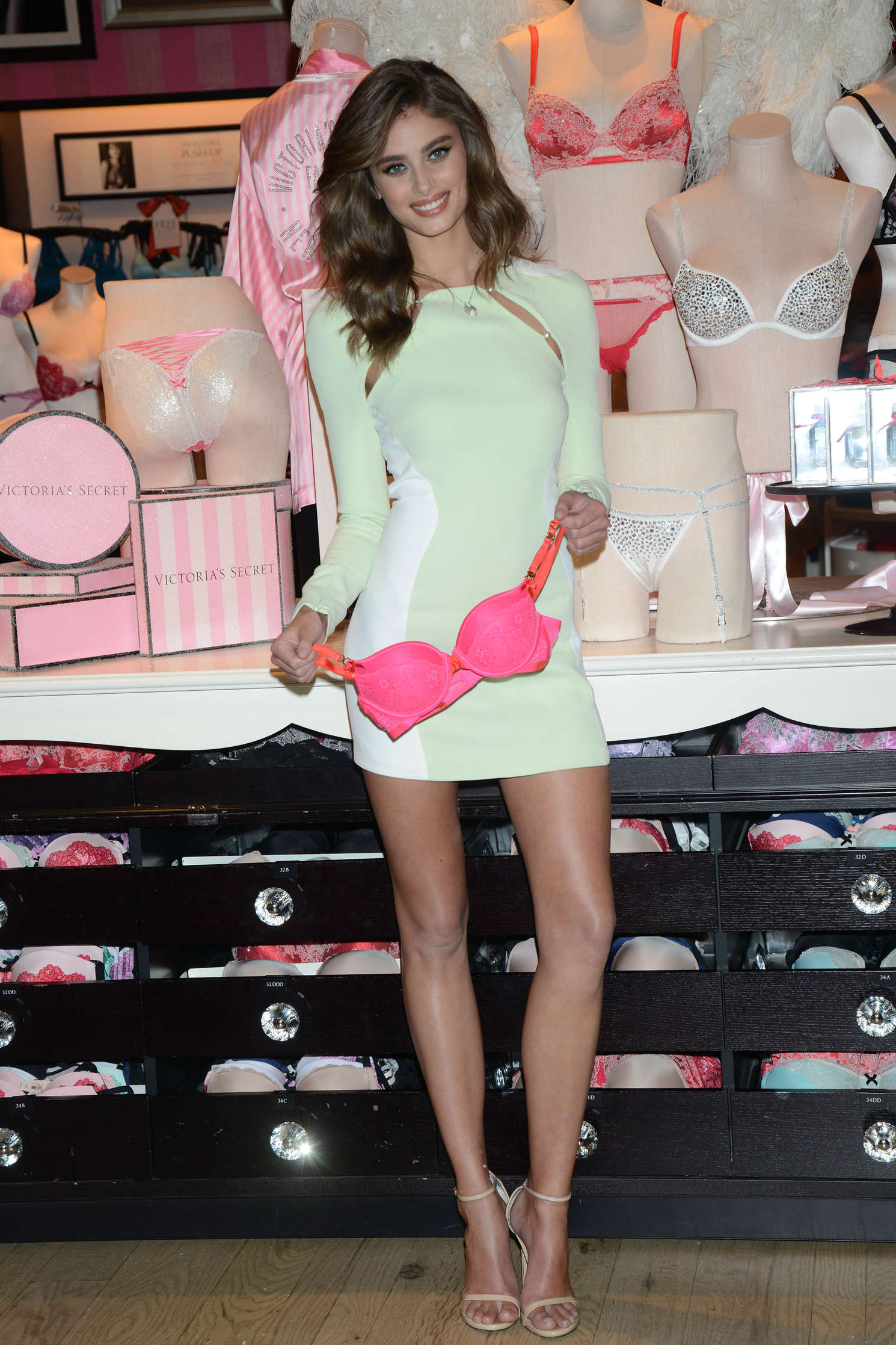 Taylor Hill 2015 : Taylor Hill: Revealing Runway Looks at Victorias Secret -09