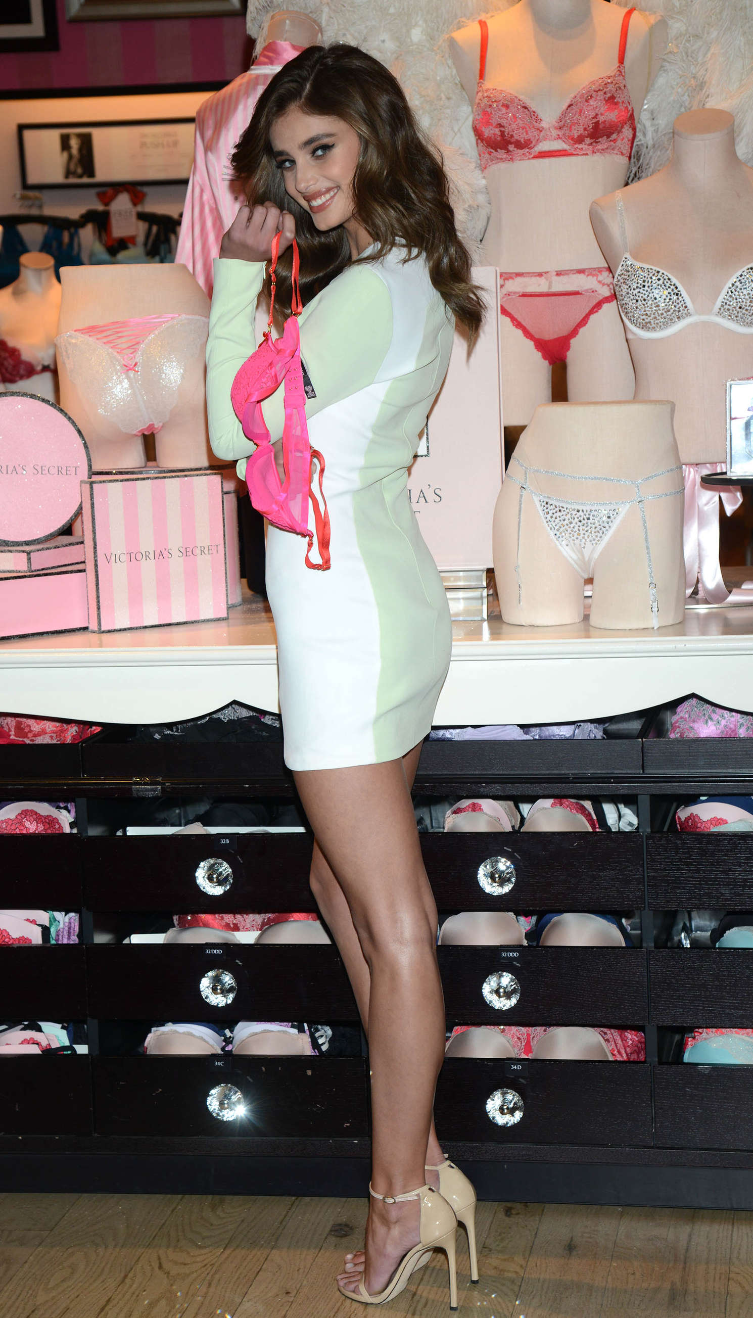 Taylor Hill 2015 : Taylor Hill: Revealing Runway Looks at Victorias Secret -10