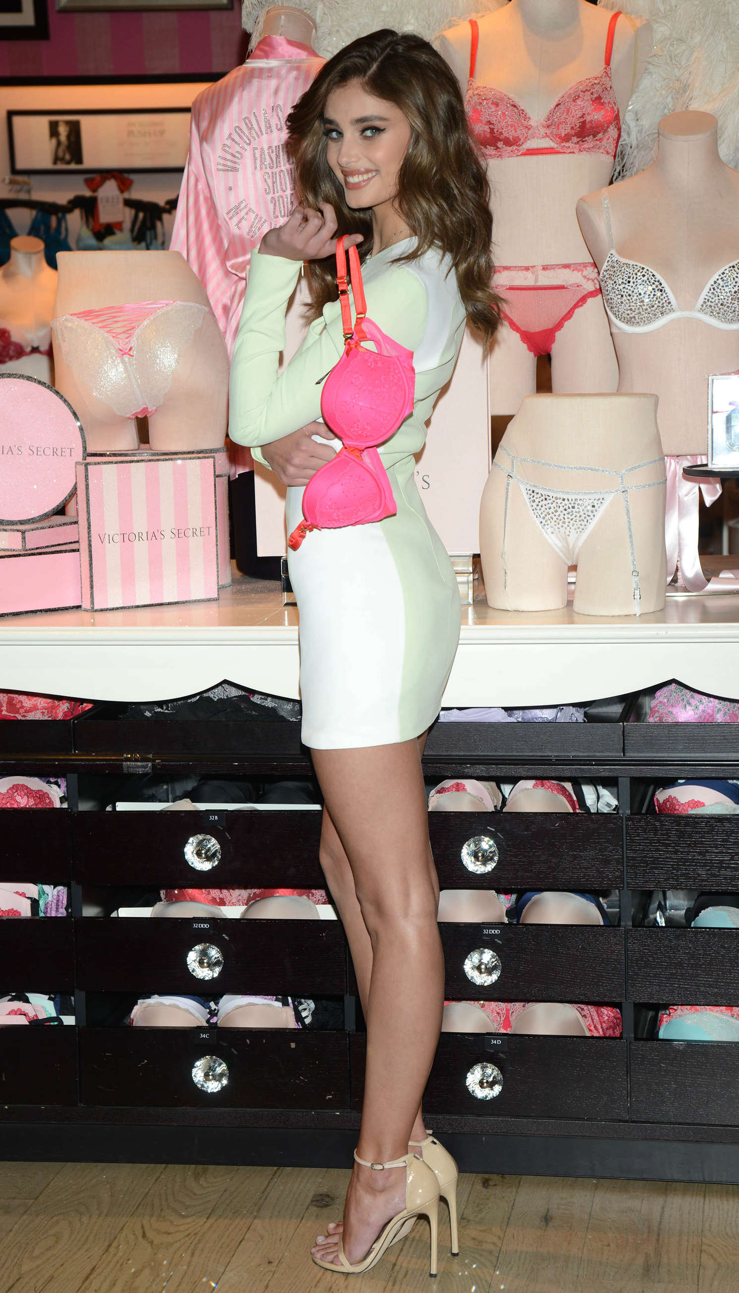 Taylor Hill 2015 : Taylor Hill: Revealing Runway Looks at Victorias Secret -11
