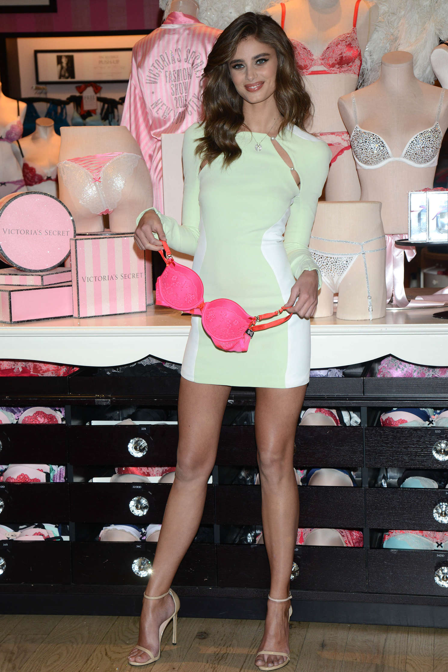 Taylor Hill 2015 : Taylor Hill: Revealing Runway Looks at Victorias Secret -13