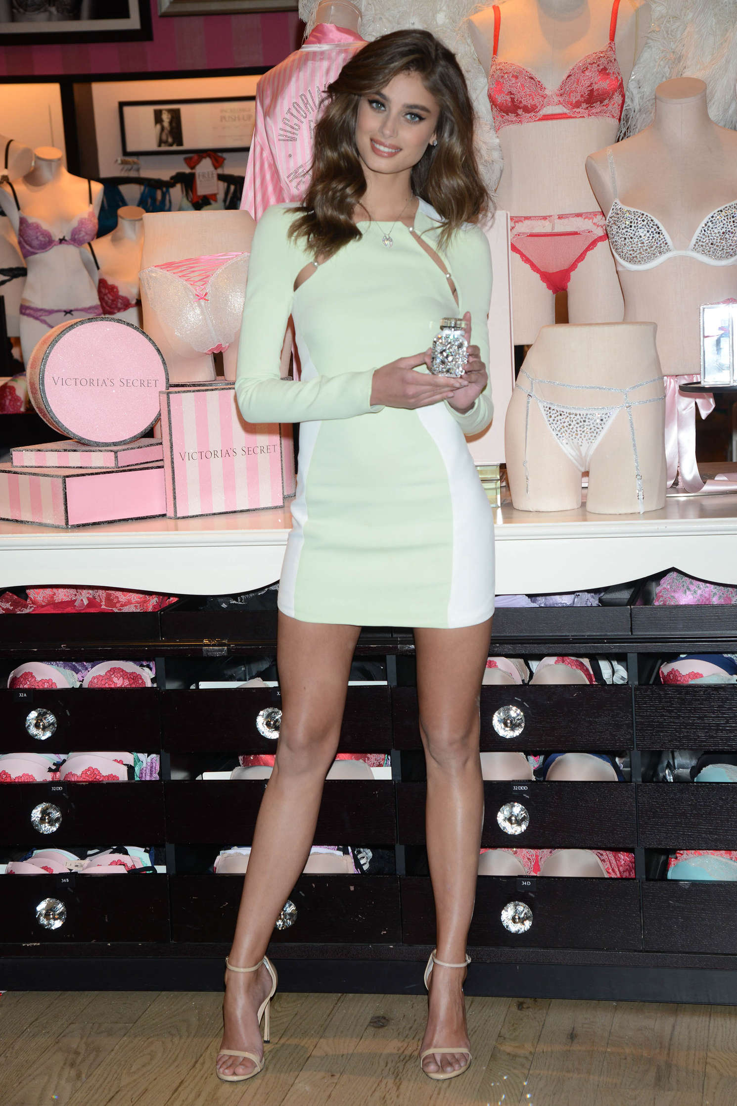Taylor Hill 2015 : Taylor Hill: Revealing Runway Looks at Victorias Secret -16