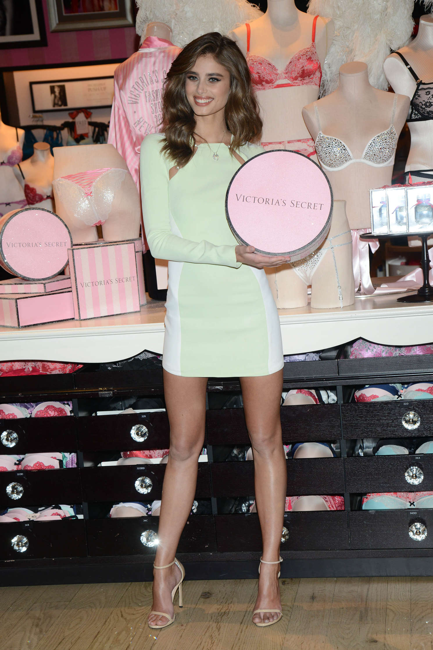Taylor Hill 2015 : Taylor Hill: Revealing Runway Looks at Victorias Secret -22