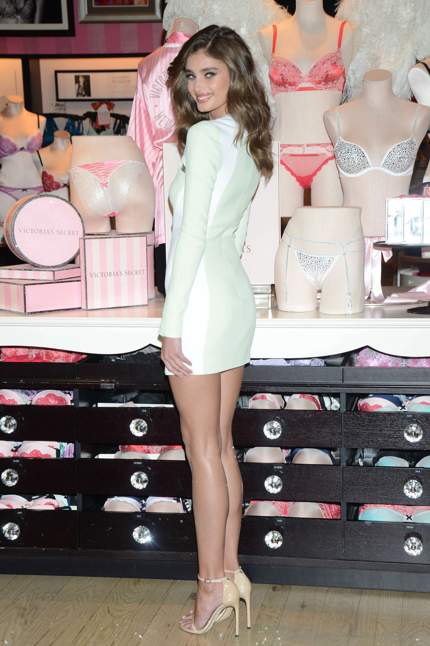 Taylor Hill 2015 : Taylor Hill: Revealing Runway Looks at Victorias Secret -24