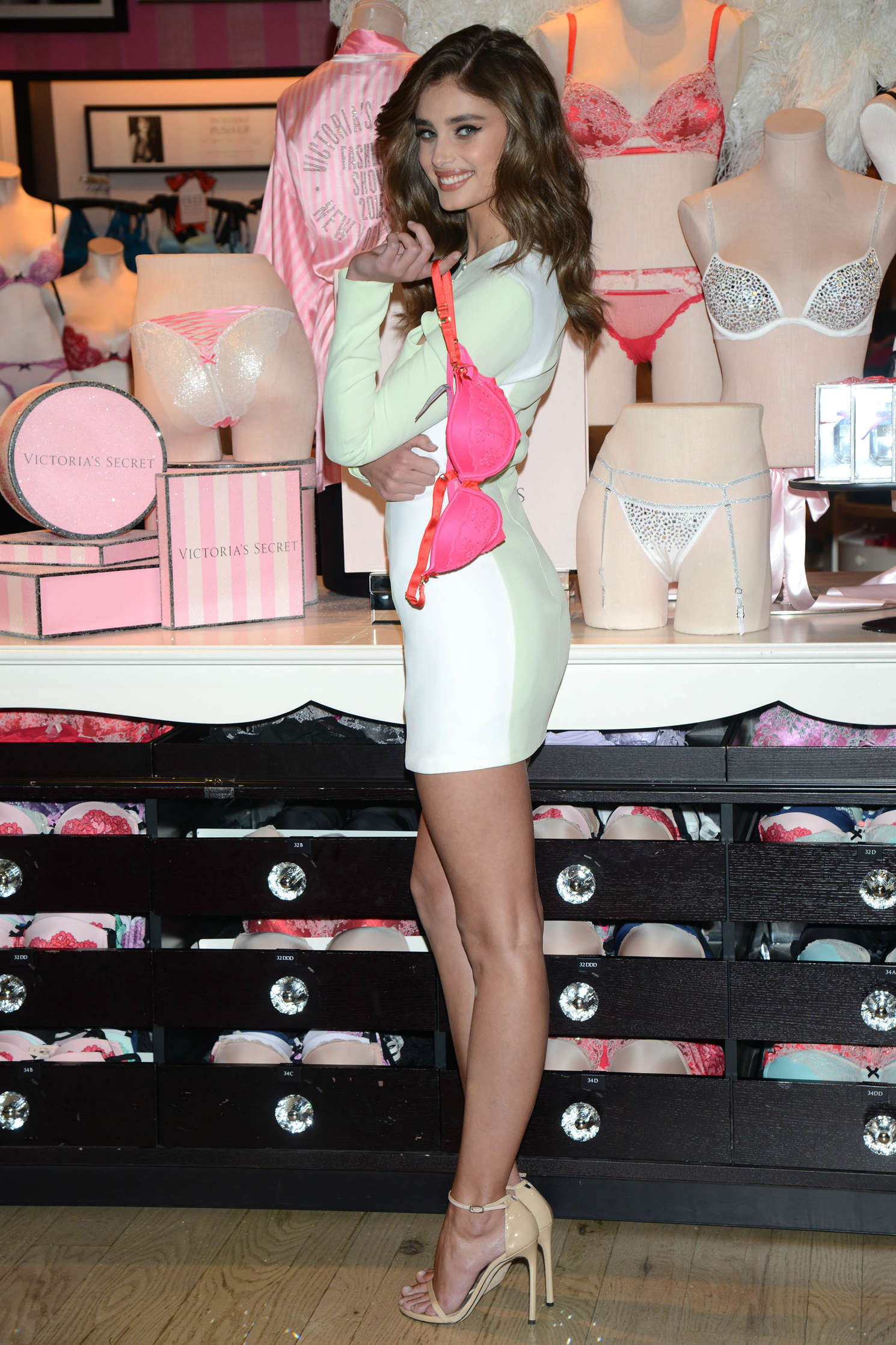 Taylor Hill 2015 : Taylor Hill: Revealing Runway Looks at Victorias Secret -26
