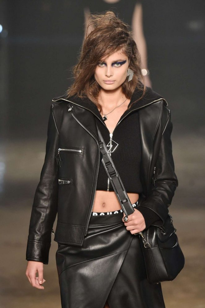 Taylor Hill - Versus Versace Runway Show at 2017 LFW in London