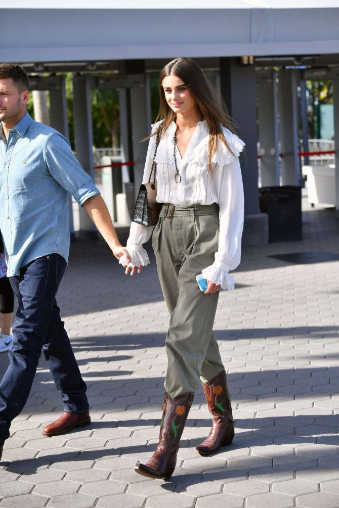 Taylor Hill with Michael Stephen Shank out in Los Angeles -08