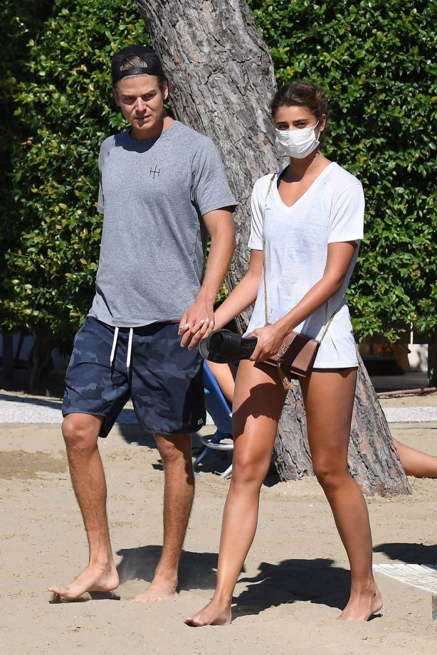Taylor Marie Hill and Daniel Fryer - Seen at the beach during the 2020 Venice Film Festival