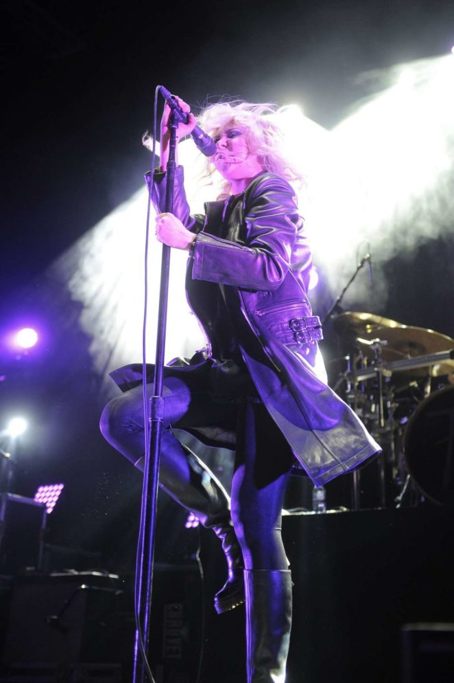 Taylor Momsen - Performs at Brighton Centre in Brighton