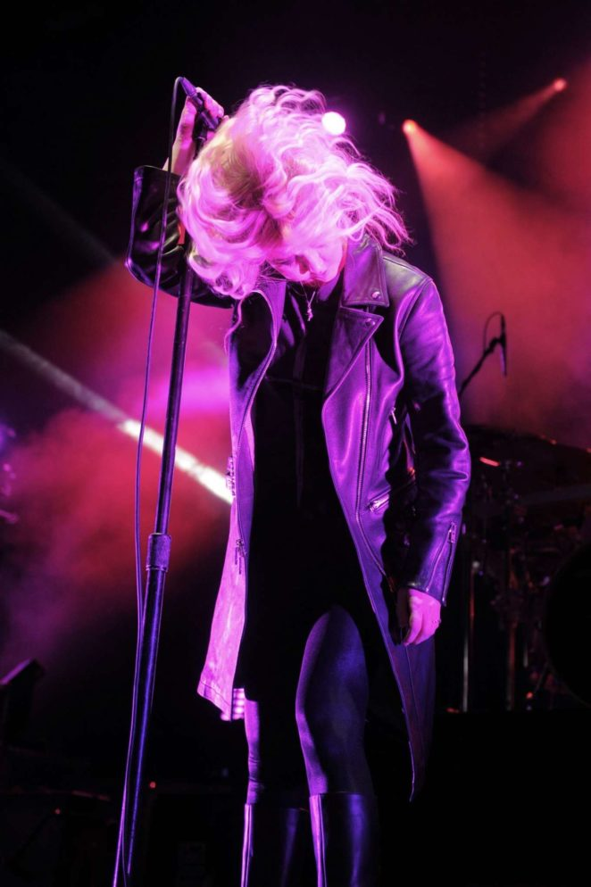 Taylor Momsen 2017 : Taylor Momsen: Performs at Brighton Centre -07