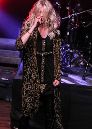 Taylor Momsen – The Pretty Reckless Performs at the Ryman Auditorium  Taylor Momsen