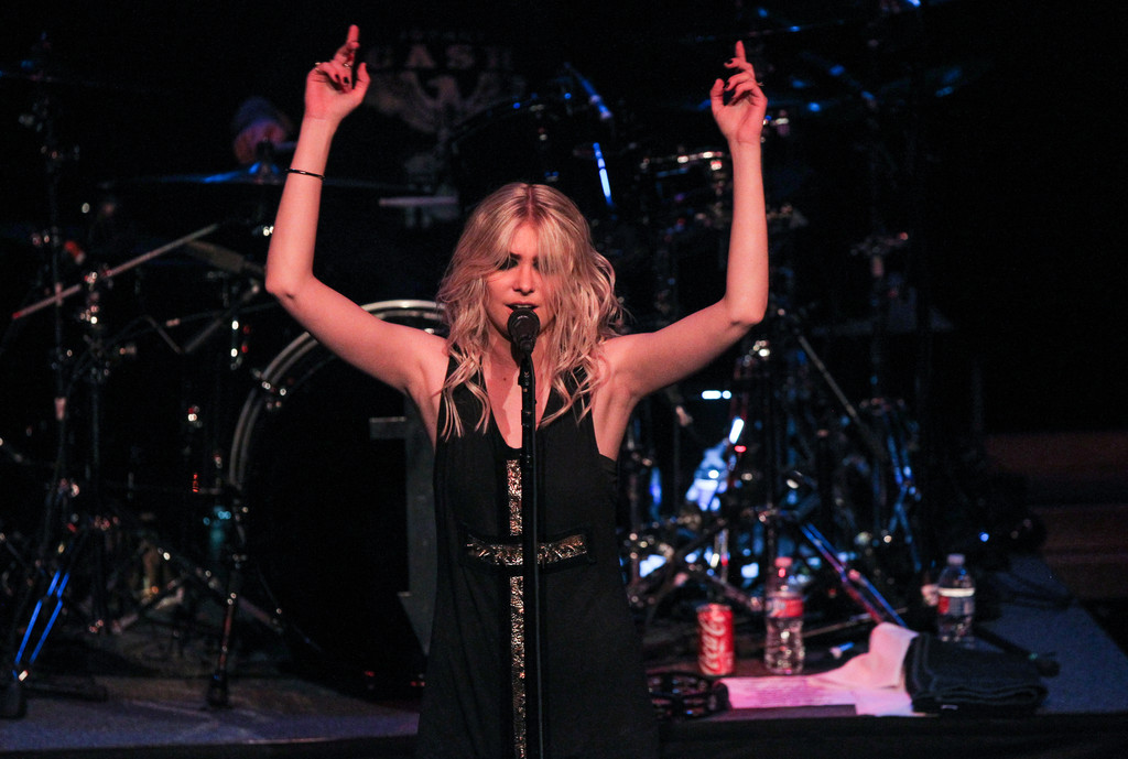 Taylor Momsen 2015 : Taylor Momsen: The Pretty Reckless Performs -05