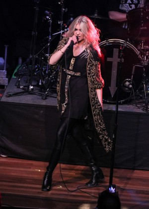 Taylor Momsen - The Pretty Reckless Performs at the Ryman Auditorium
