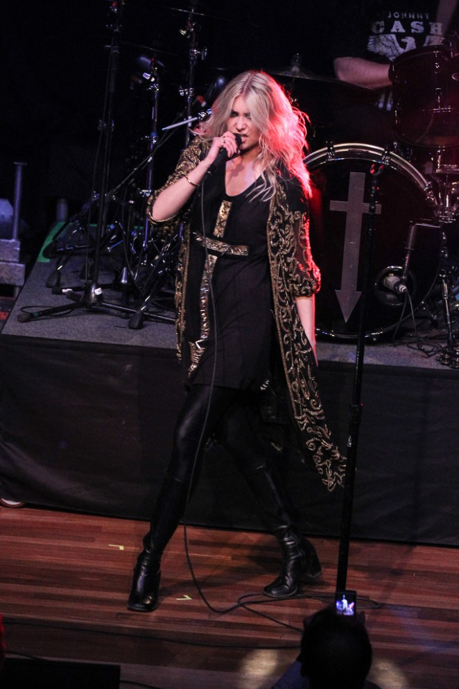 Taylor Momsen – The Pretty Reckless Performs at the Ryman Auditorium