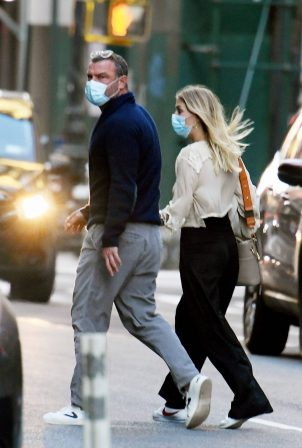 Taylor Neisen - With Liev Schreiber outside of his apartment in New York