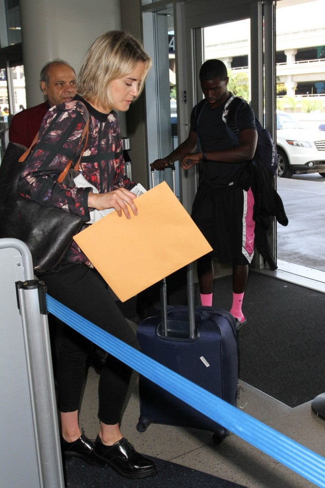 Taylor Schilling at LAX Airport -08